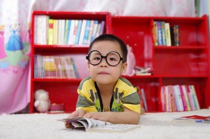 650bdb667 Crianças dentro de casa causa miopia, afirma especialista