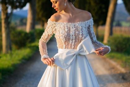 1cb845199284 Bazar oferece descontos de até 90% em vestidos de noiva e festa em Goiânia