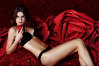 Isabeli Fontana Aparece Nua Em Fotos Inéditas Para Revista Francesa