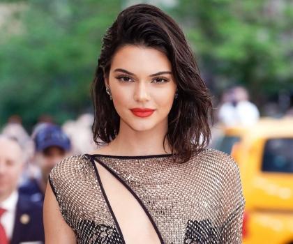 Kendall Jenner Posa Nua Em Revista E Defende Sua Carreira De Modelo