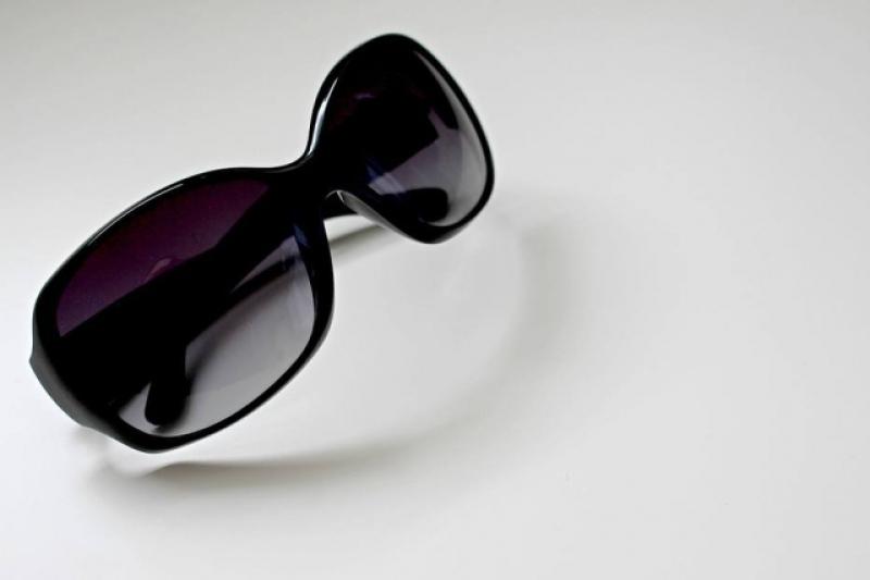 015802e22 Usar óculos de sol falsificado pode causar amadurecimento precoce da  catarata