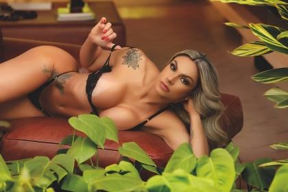 """Com vaquinha, modelo Thalita VP tenta ressuscitar revista """"Sexy"""" em papel"""